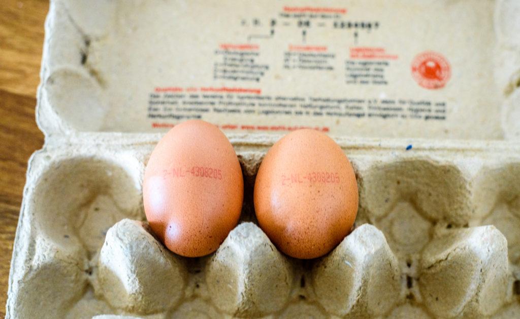 パックに入った卵