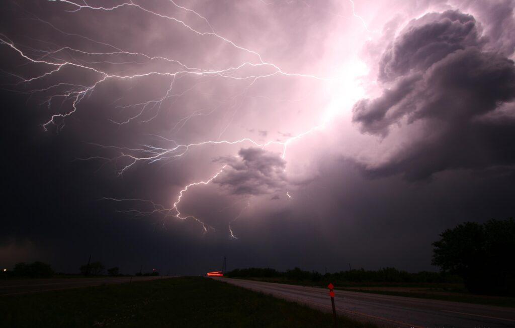 嵐の前兆増える 資産を安全なシェルターに移動せよ!